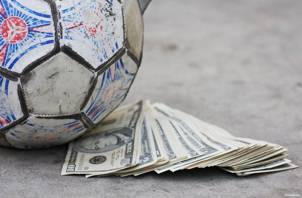 Open Data in the Sports Industry – Show me the Money